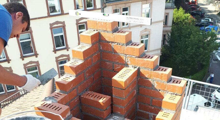 KABE_Schornsteinkopf_beim_Bau